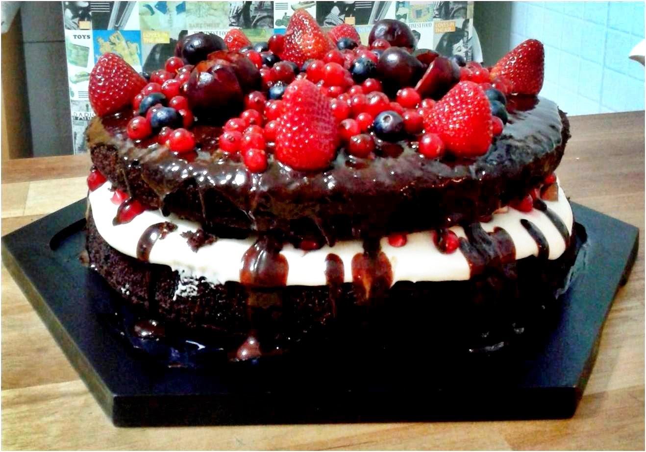 Naked Cake de Chocolate e Frutas Vermelhas