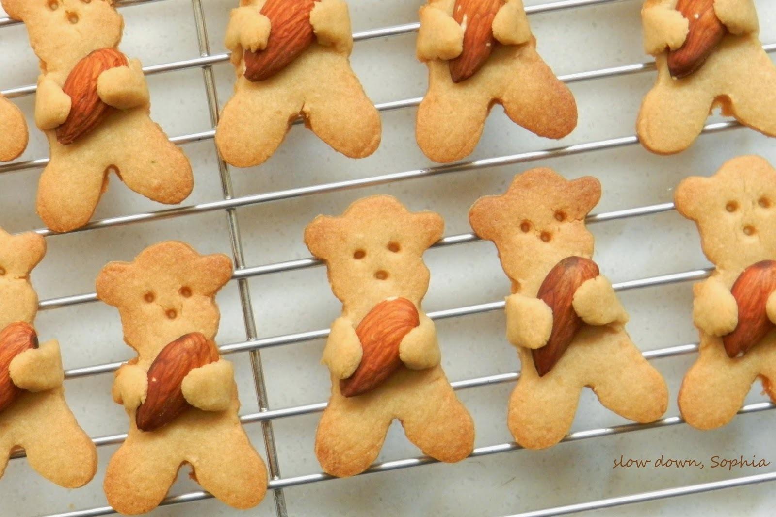 抱抱杏仁果迷你小熊餅