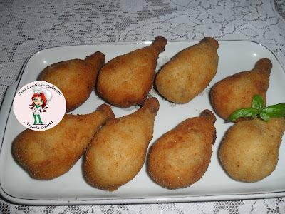 coxinha de frango da coxa da galinha