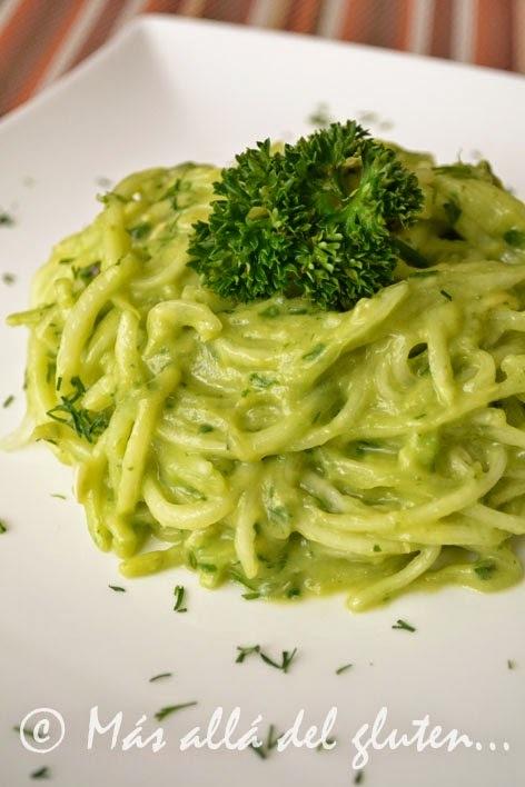 Espaguetis de Pepino con Salsa Cremosa de Espinaca (Receta SCD, GFCFSF, Vegana, RAW)