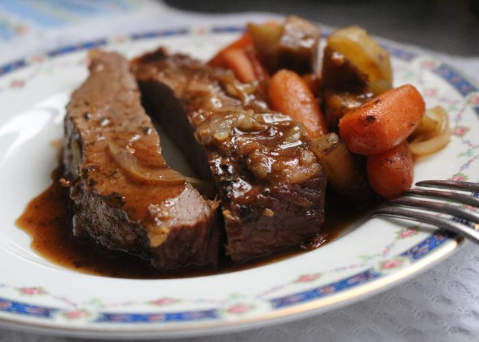 Tapa de asado con verduras al horno en pocos pasos