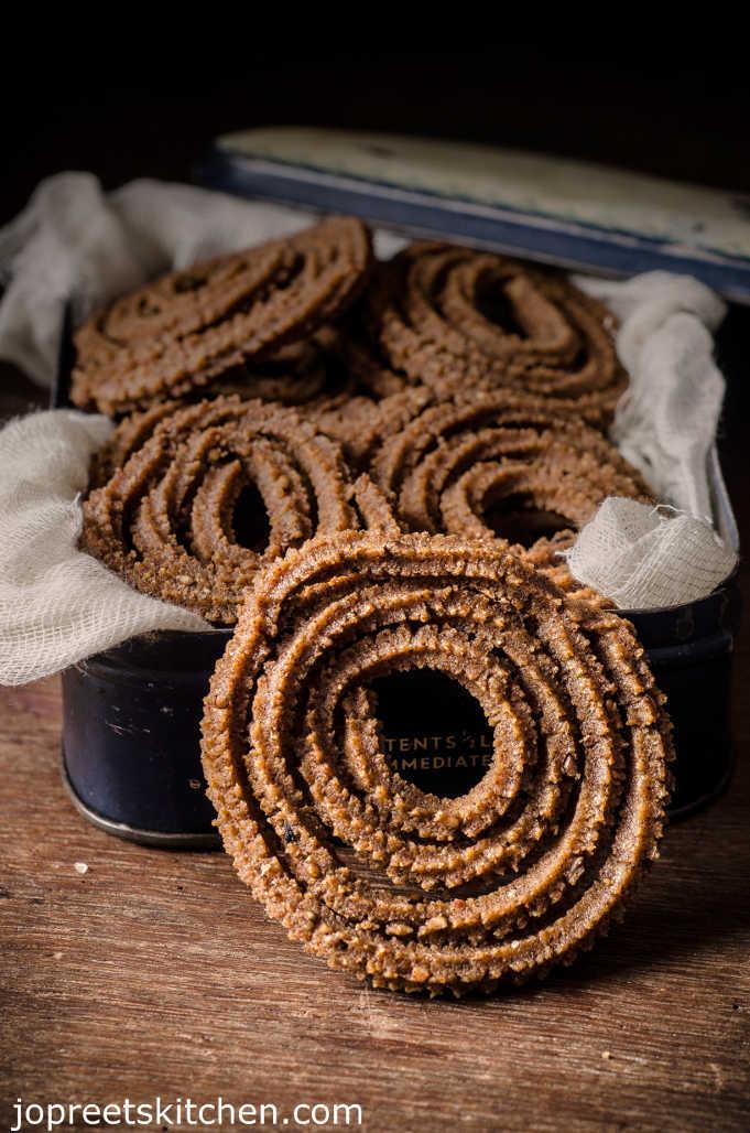 Ragi Cholam Murukku / Ragi Jowar Chakli (Millet Murukku) - Fried & Baked Version