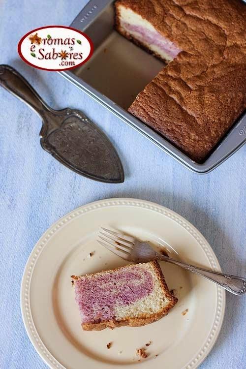 Bolo mármore rosado feito com farinha de amora