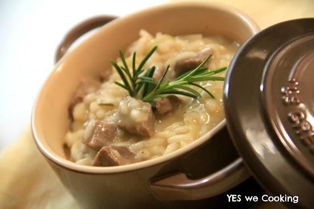 de risoto com sobras de arroz e frango cozido