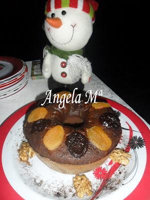 Bolo de chocolate com frutas sêcas