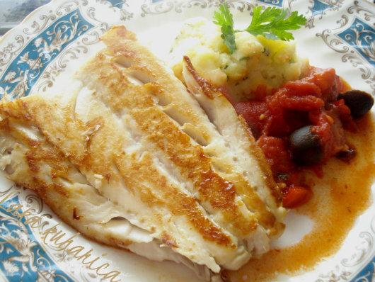 Bakalar s rajčicom, maslinama i kobasicom :: Cod with tomatoes, olives and chorizo