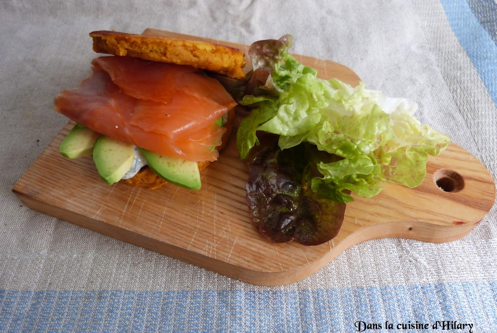 Blini-burger à la patate douce, saumon fumé et avocat / Sweet potato blini-burger with smoked salmon and avocado