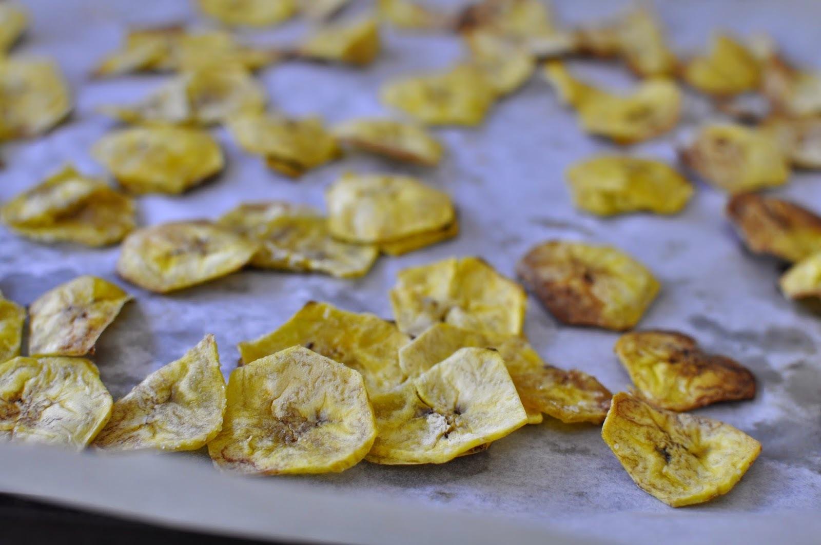 Chips de plátanos verdes al horno
