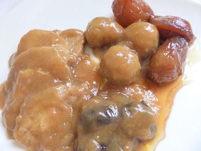Llom de porc amb castanyes, prunes i cebes caramelitzades