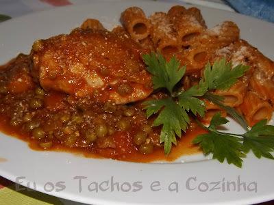 Frango em molho de tomate com Tortiglioni