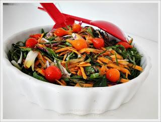 Salada de Couve, Cenoura e Pimenta Biquinho