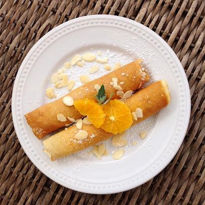 Panqueques con manjar y naranja