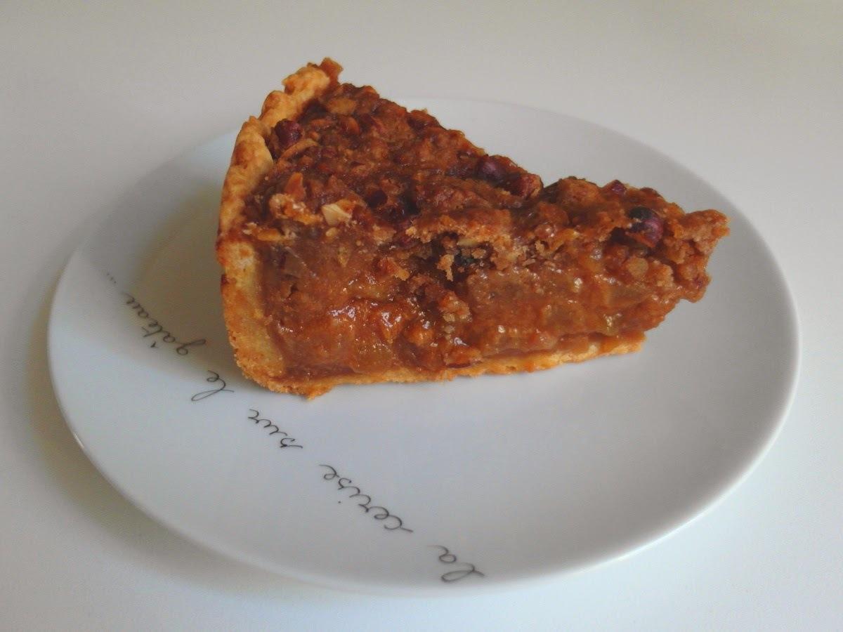 Hruškovo-karamelový koláč s orechovou mrveničkou