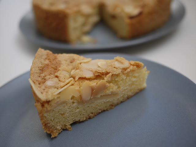 Pear Apple and Almond Cake