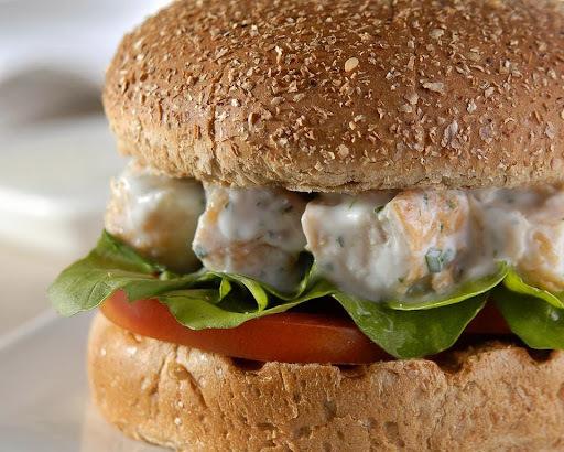 Hambúrguer de Frango com Iogurte no Pão Integral