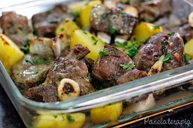 Carneiro Assado com Batatas