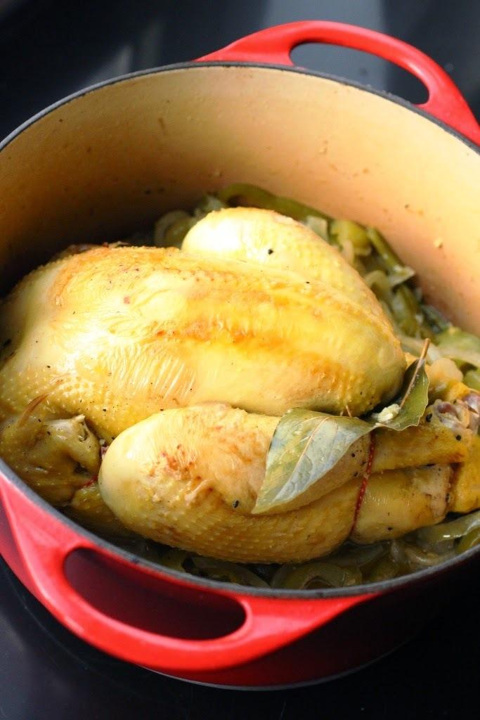 Poulet en cocotte aux poivrons, ail et oignon (Cuba)