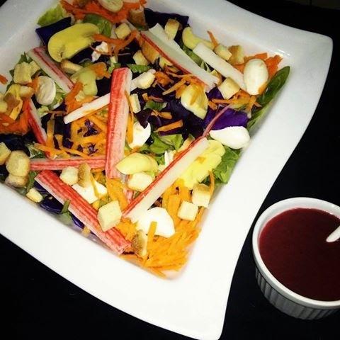 Salada Antioxidante com molho de frutas vermelhas