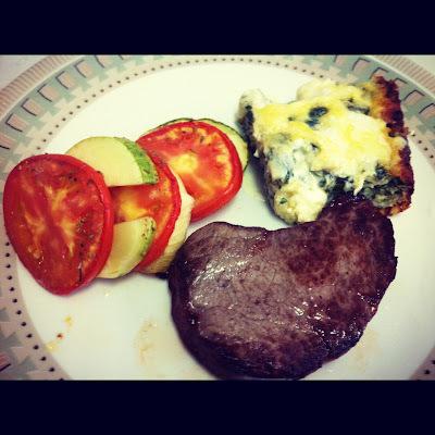 Almoço de domingo - legumes assados, espinafre gratinado e maça assada