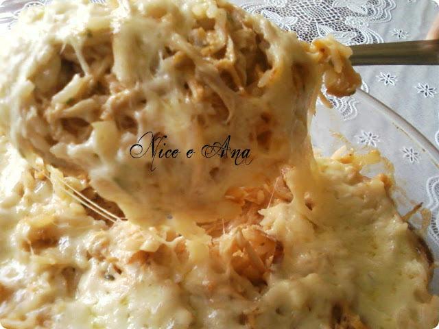 arroz de forno com frango desfiado e requeijão