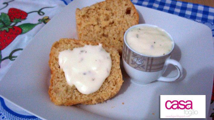 Pão sem ovos (não precisa amassar) e com maionese de batata para o lanchinho
