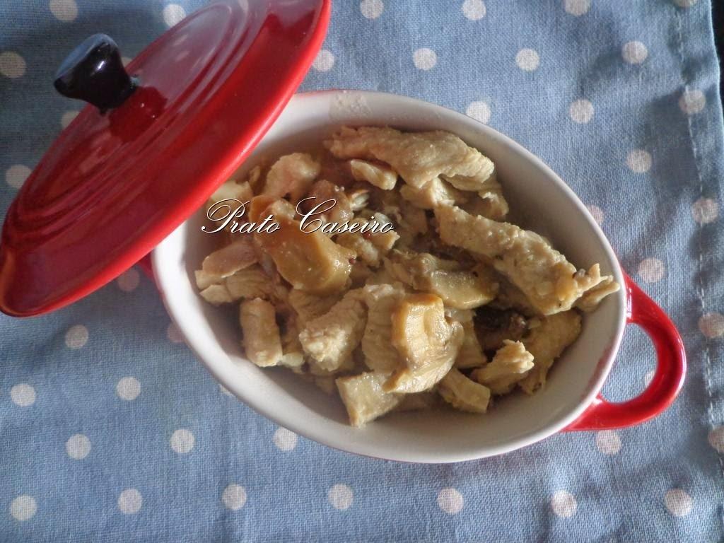 Bifes de peru com cogumelos e molho de mostarda