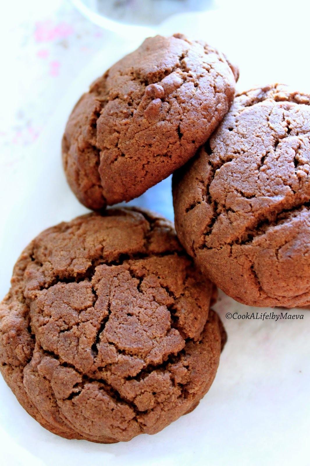 """Biscuits """"sablés moelleux """" au chocolat { et leur déclinaison en verrine framboises sur chantilly }"""