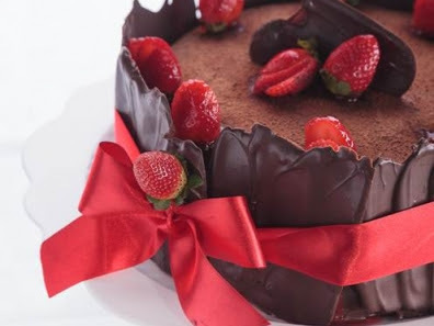 de sobremesa gelada com morango gelatina e chocolate