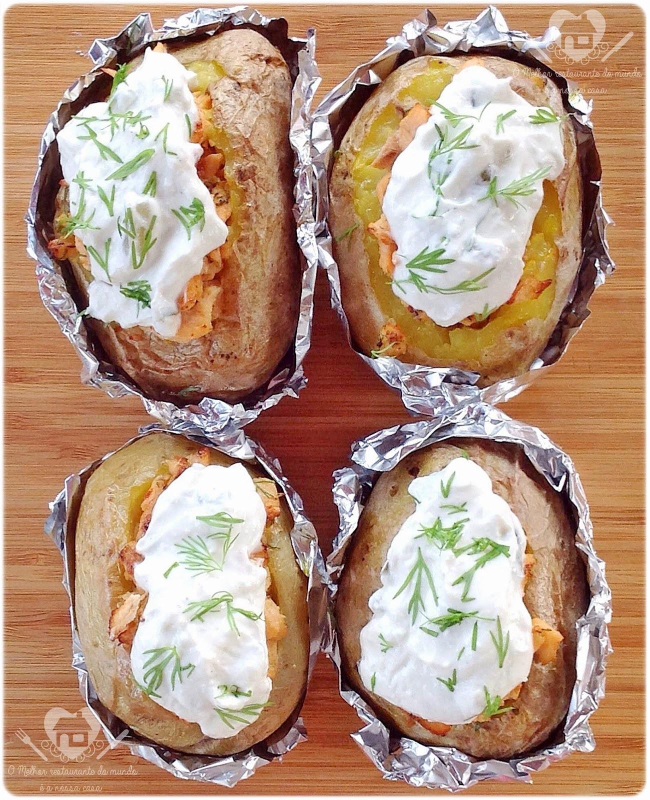 Baked Potatoes com Recheio de Salmão e Cobertura de Cream Cheese