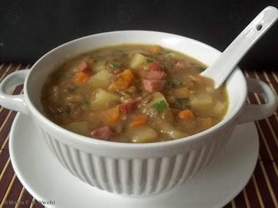 sopa de lentilha calabresa e batata