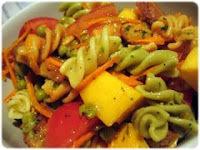 Salada de Fusilli com Frango e Pêssego