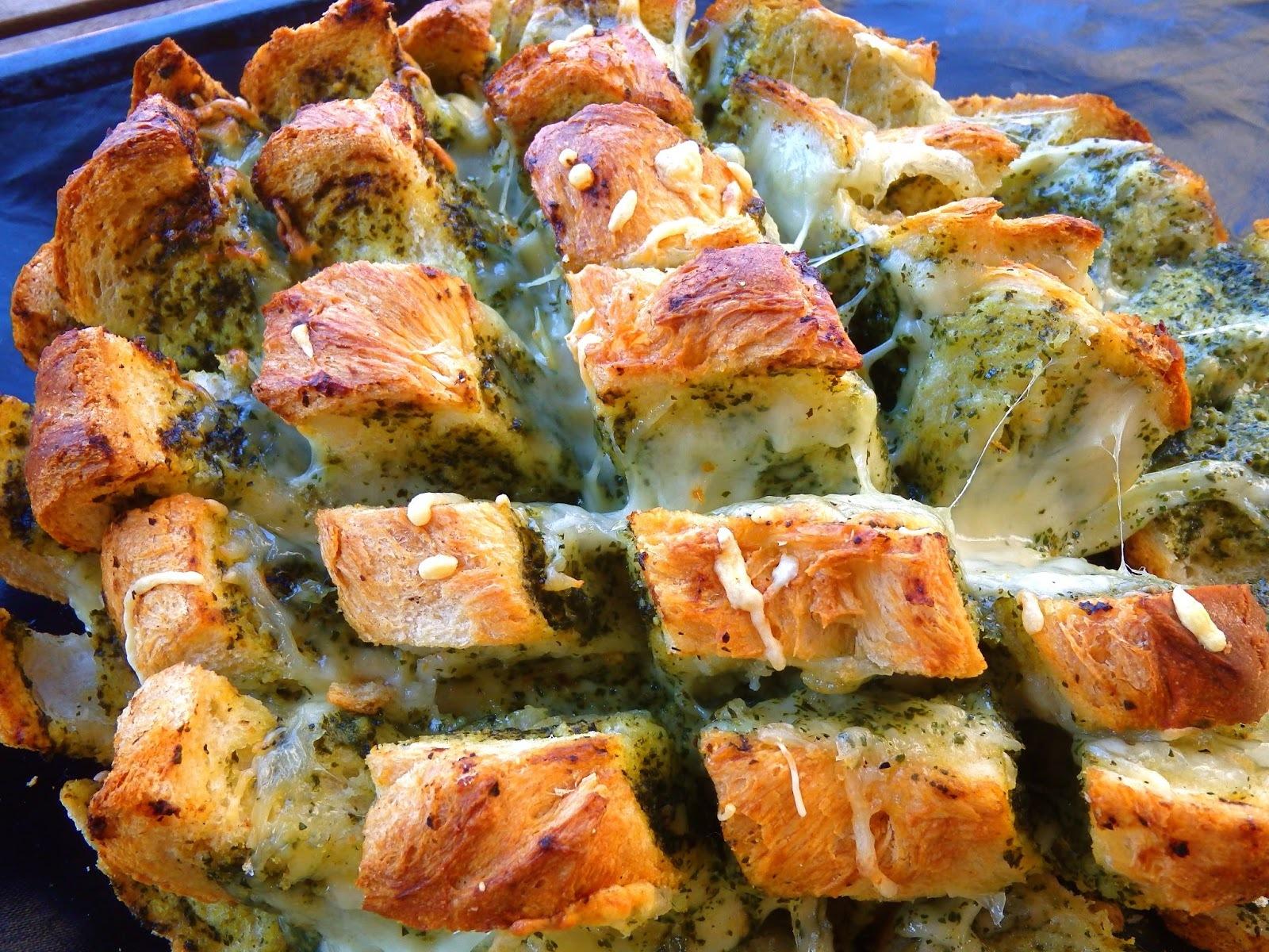 Pa de pagès gratinat amb pesto i mozzarella - Hogaza gratinada con pesto y mozzarella