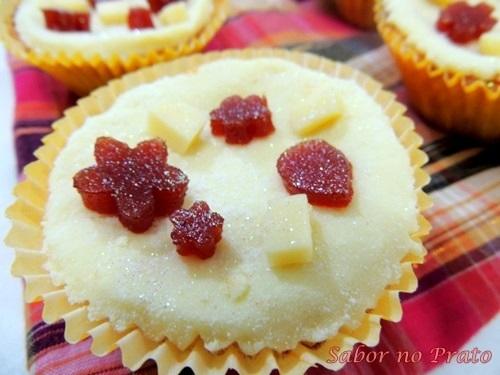 Cupcake Mineiro (Cupcake de Fubá Cremoso e Goiabada Cascão)