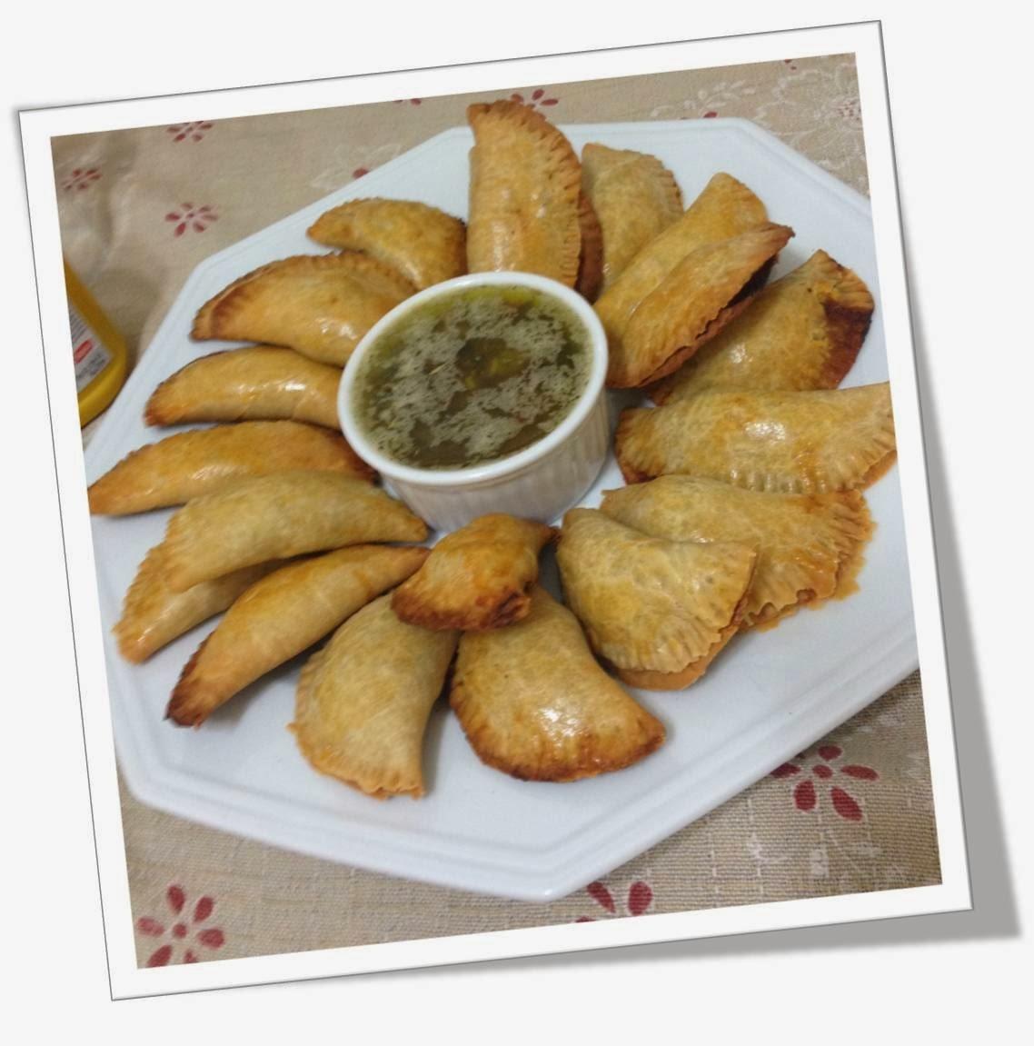 Empanadas Acompanhadas do Molho Chimichurri