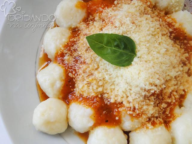 Nhoque (gnocchi) de batata recheado com catupiry