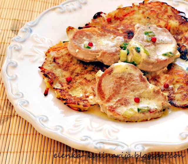 Медальоны из свинины с картофельными оладьями