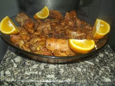 simples com coxa e sobrecoxa de frango cozido