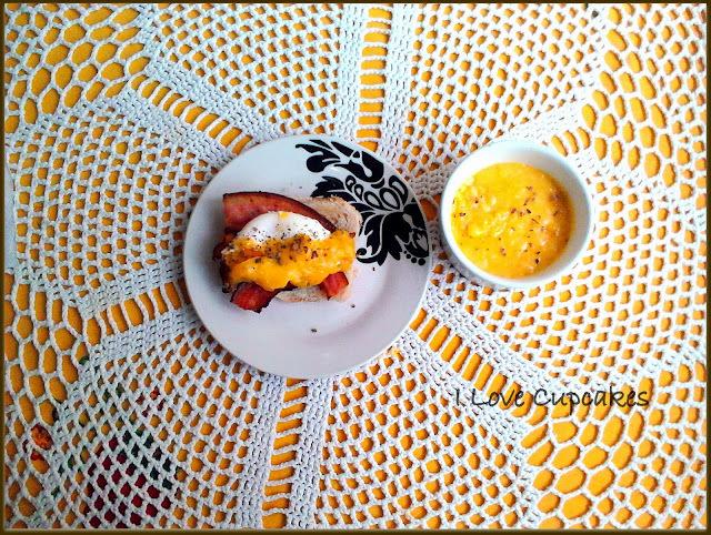 Ovos Beneditinos com molho Holandês