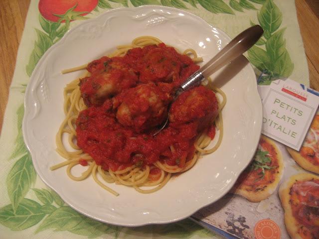 Spaghettis et boulettes de thon à la sauce tomate