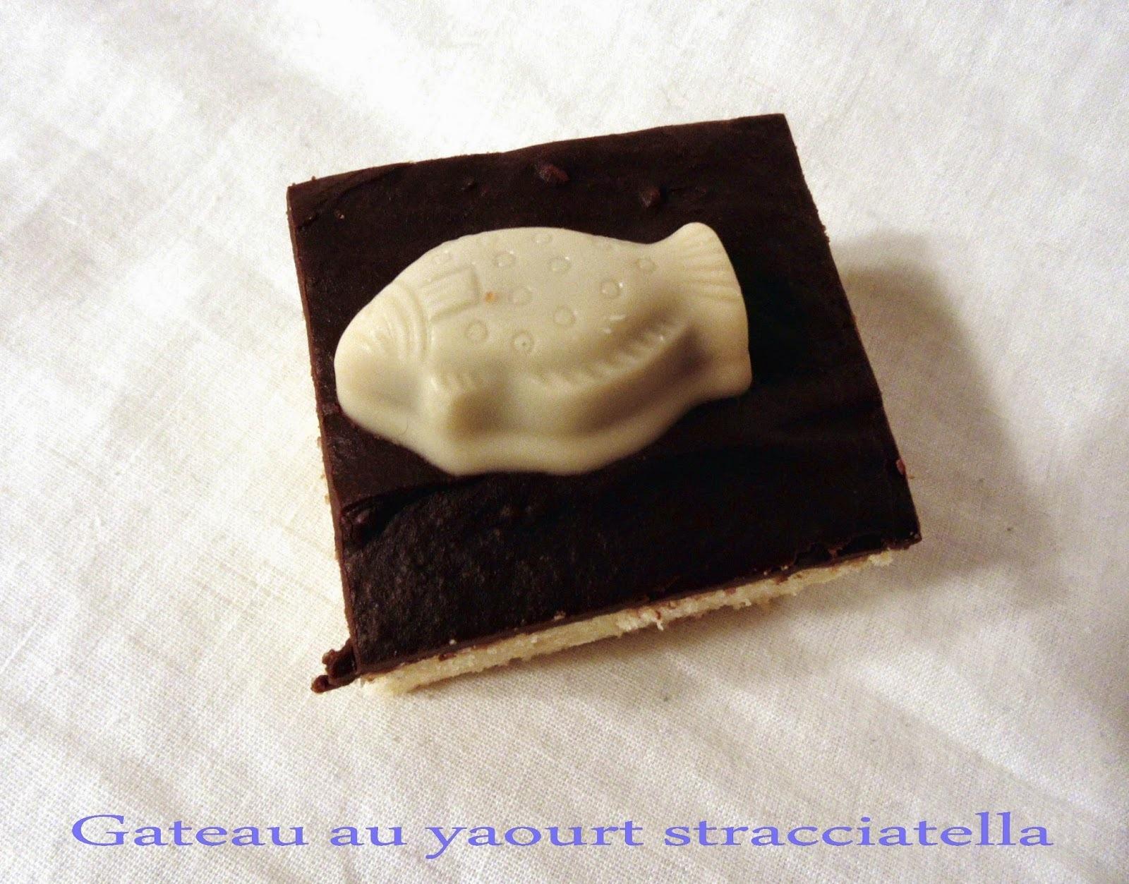 Gateau au yaourt stracciatella et aux fritures en chocolat de Pâques (pour la fête de l'école)