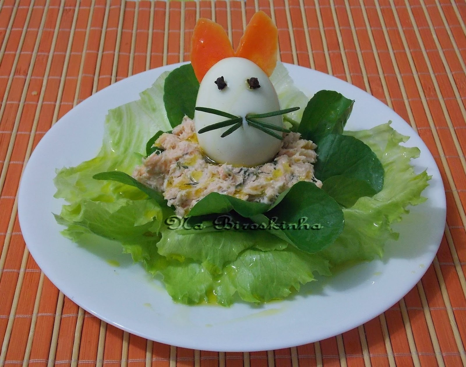 Coelhinho de Ovo com Salada de Salmão