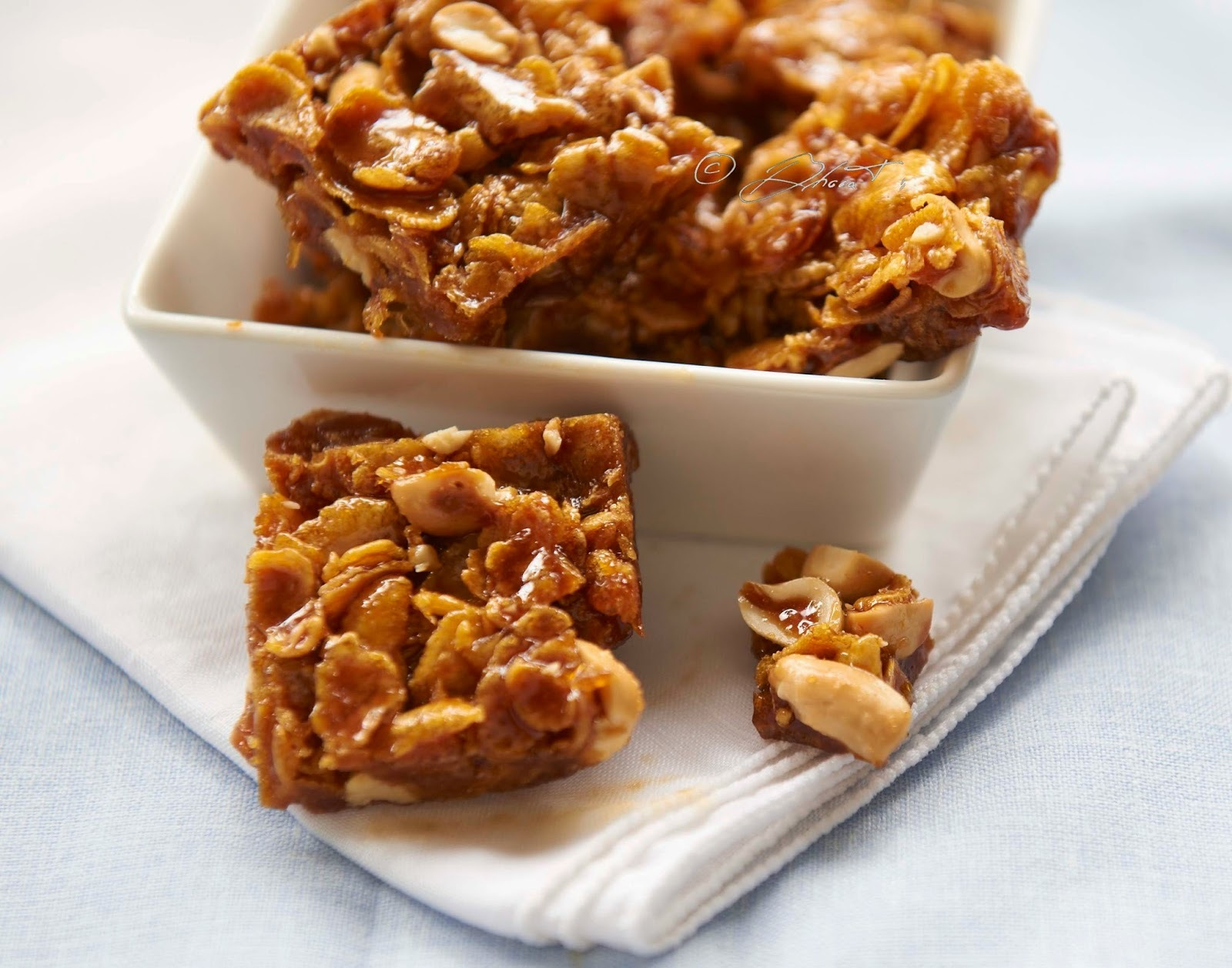 Cornflakes and peanut chikki