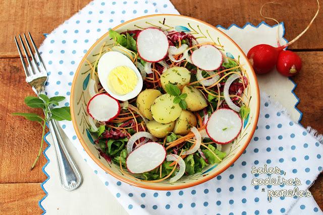 Salada com Batata Quente e Azeite de Manjericão