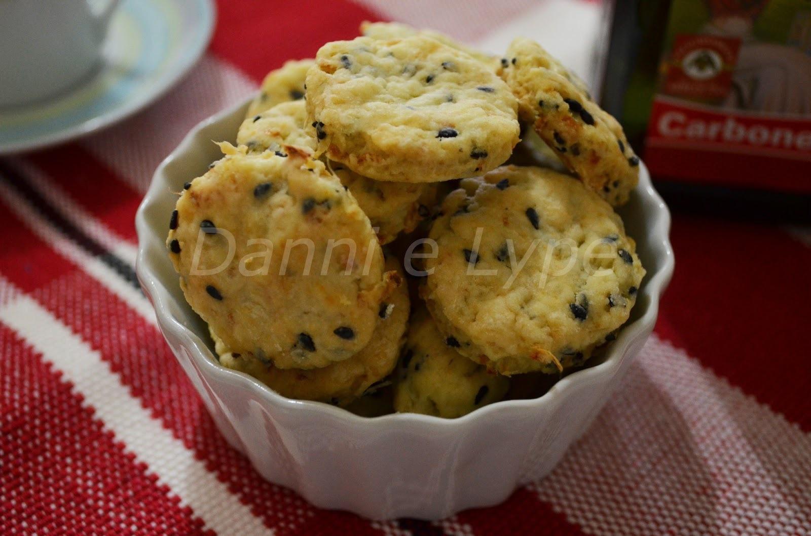 Tzibele Quichale (Biscoitos de Cebola com Sementes de Papoula)