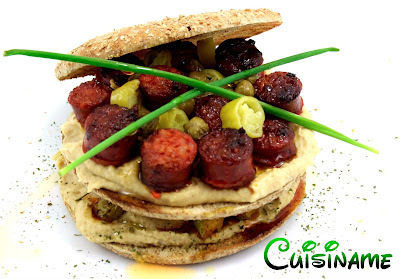 Sandwich Gourmet. Original Sandwich de Hummus y Chistorra