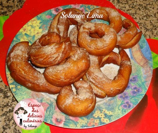 Rosquinha frita com canela e açúcar