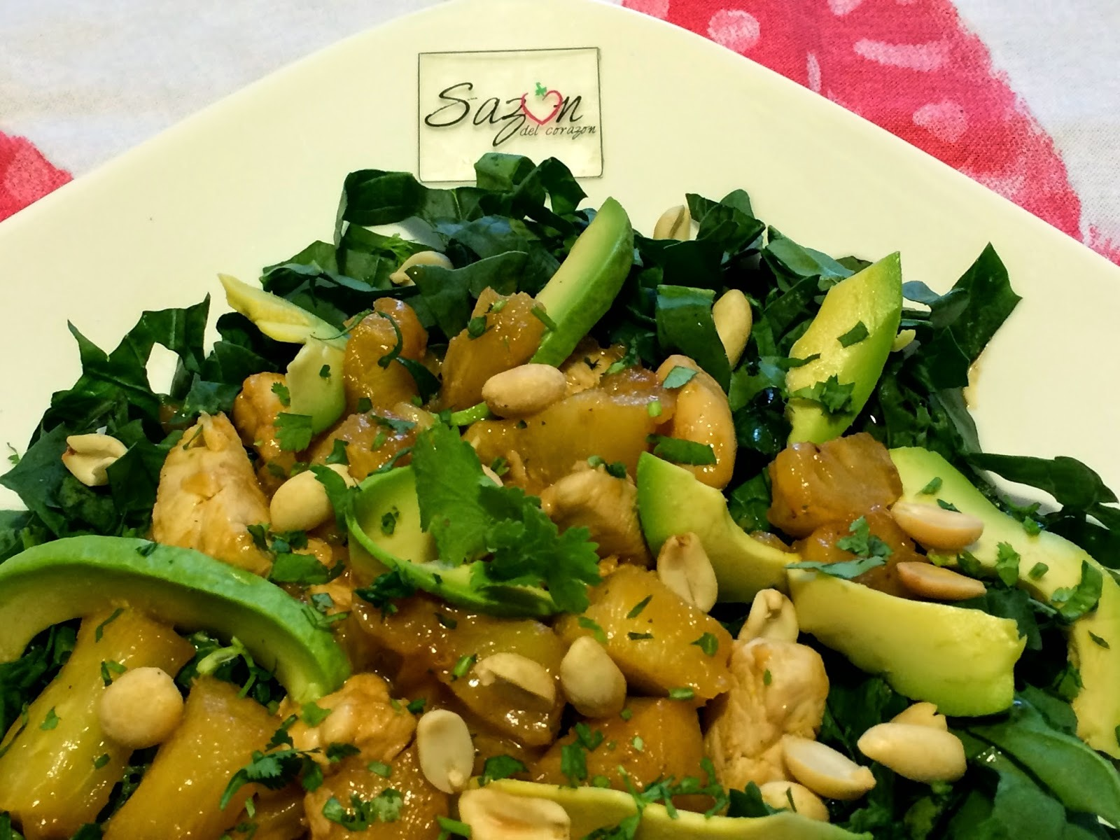 Ensalada de espinacas con pollo y piña