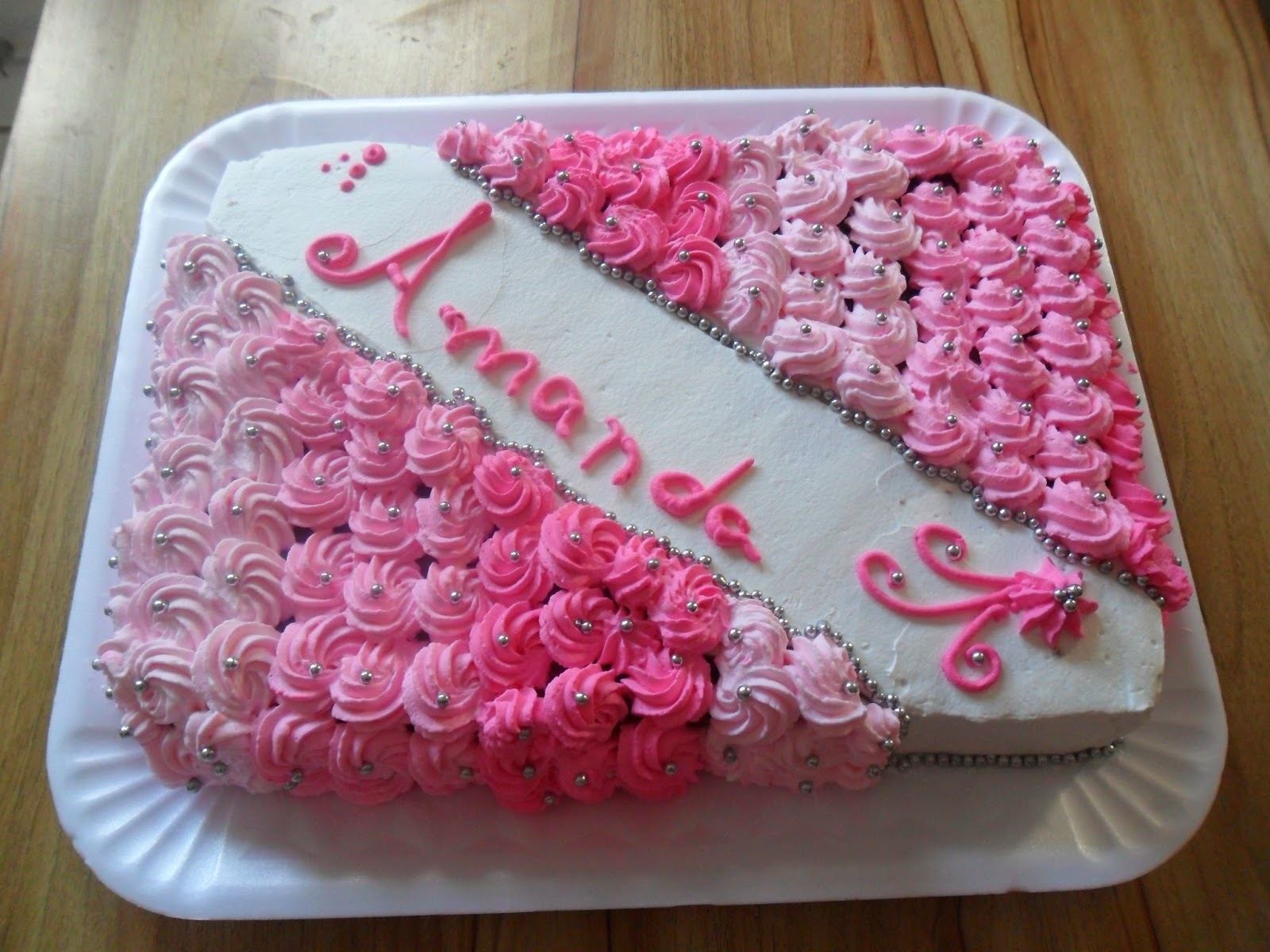 confeitar bolo com chantilly colorido