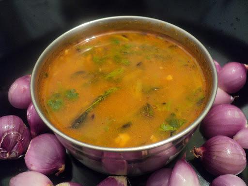 Shallots Rasam (Onion Rasam / Vengaya Rasam)