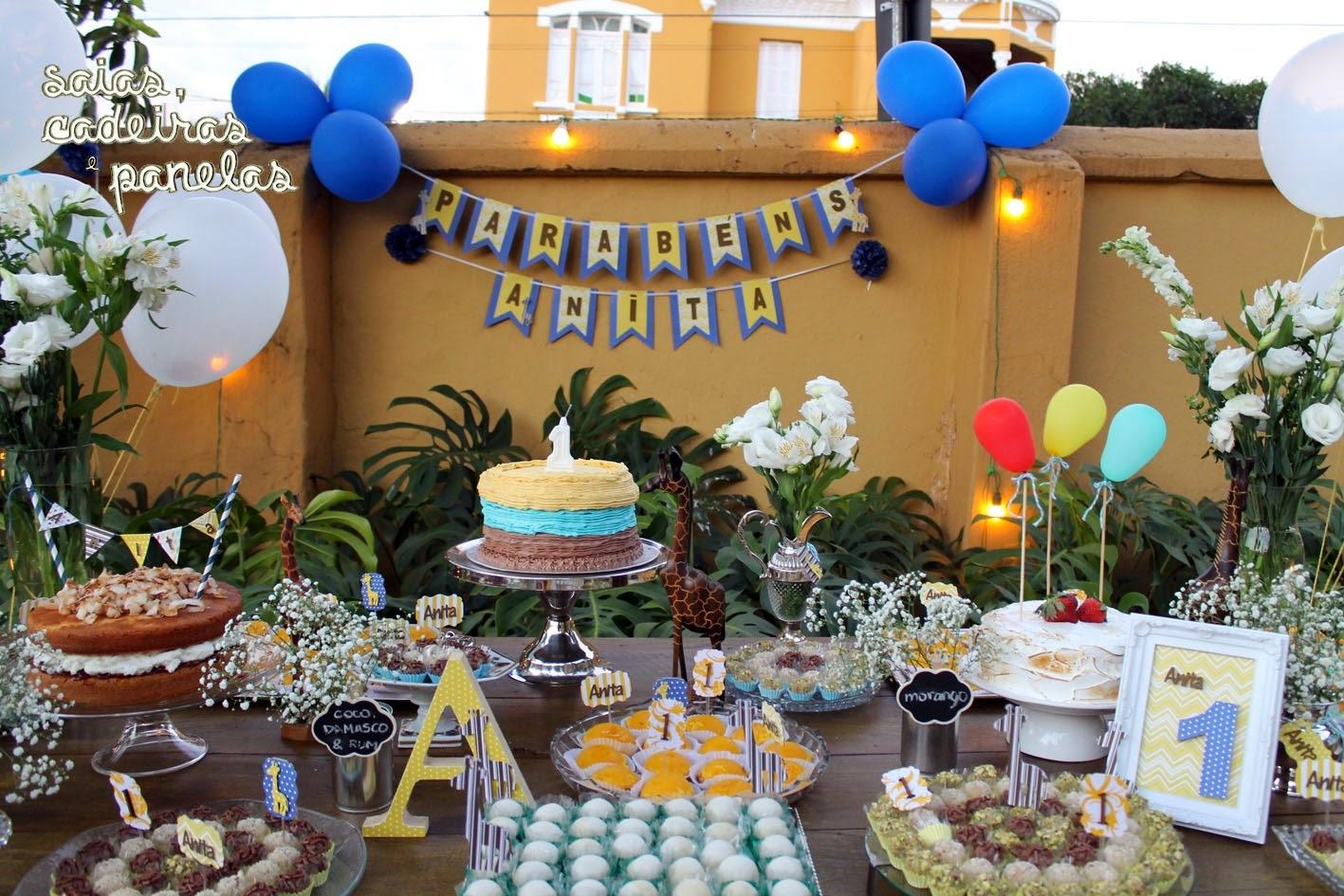 mesa de doces bem simples em aniversario